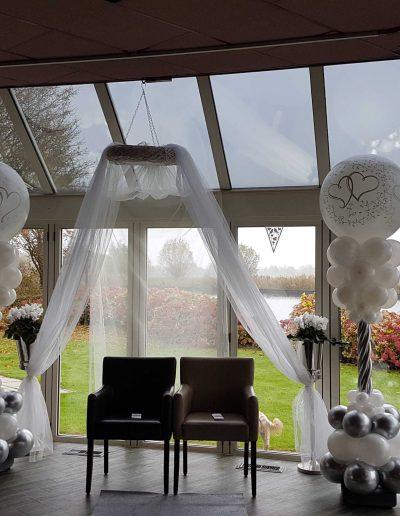 Ballonpilaren-huwelijk met topballon