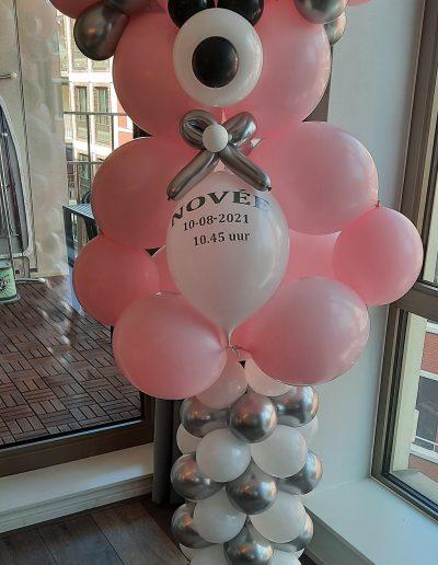 Ballonnenbeer op pilaar